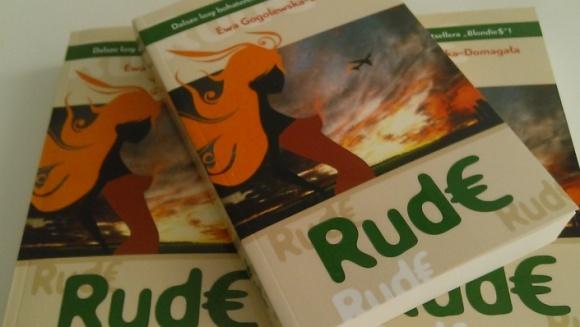 Rude - kontynuacja BlondieS już w księgarniach LIFESTYLE, Książka - Nowa książka Ewy Gogolewskie-Domagały właśnie trafia do księgarń. To doskonała powieść na lato, nie tylko dla kobiet. Podróżnicze wątki uprzyjemnią lekturę.