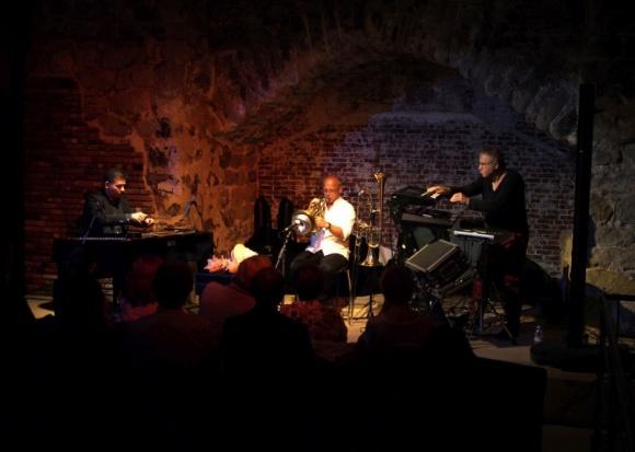 Trio Moment's Notice zagra w Polsce LIFESTYLE, Muzyka - 24 stycznia 2017 roku w Domu Zabawy i Kultury wystąpi zespół Moment's Notice. Koncert jest organizowany z okazji Dnia Kultury Węgierskiej obchodzonego 22 stycznia oraz odbywa się w ramach trwającego Roku Kultury Węgierskiej w Polsce.