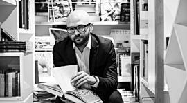 Mitomania. Pierwszy literacki tokszoł w Polsce LIFESTYLE, Książka - Na jesieni w internecie pojawią się pierwsze odcinki literackiego szoł z udziałem pisarzy.