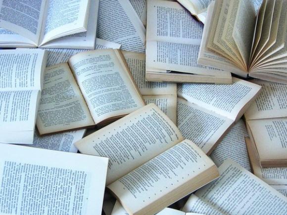 Blog dla książkoholików LIFESTYLE, Książka - Każdy czytelnik zna to uczucie, kiedy kończy świetną książkę i po jej zamknięciu zastanawia się w jaki świat przedstawiony teraz wskoczyć. CoPrzeczytac.pl to profesjonalny serwis, do którego powinien wtedy zajrzeć.