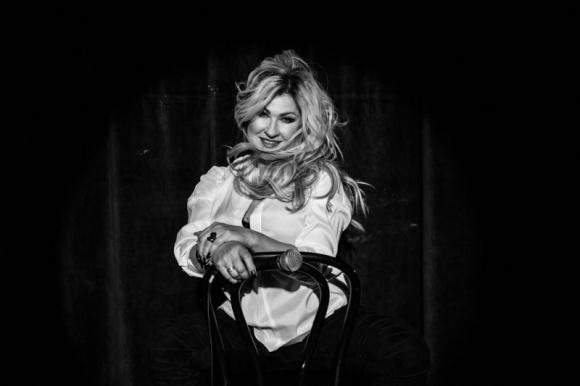 """Beata Kozidrak bez ciśnień interpretuje Zipere LIFESTYLE, Muzyka - """"Gdyby dało się ciśnienie zmierzyć, naukowcy mogliby w to nie uwierzyć"""". Niekwestionowana legenda polskiej sceny muzycznej, na której piosenkach wychowywały się miliony, stawia kolejny krok w świecie hip-hopu! Beata Kozidrak angażuje się w projekt Lech Music: Festiwale Inaczej."""
